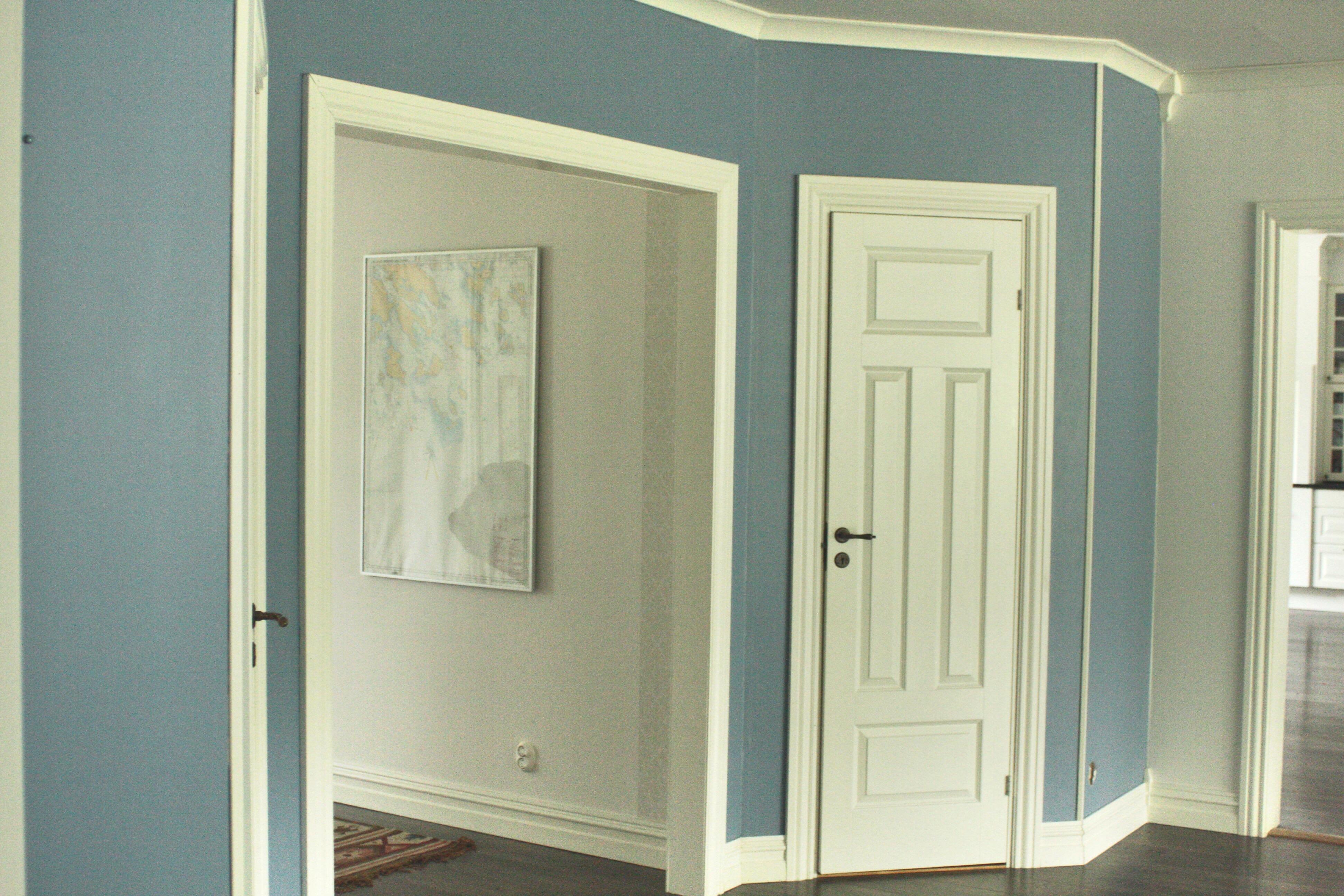 måla blått fondvägg